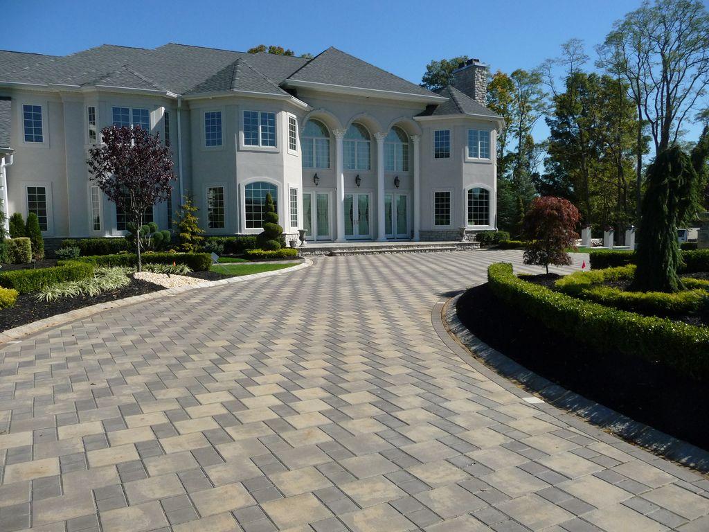 custom front yard landscaping