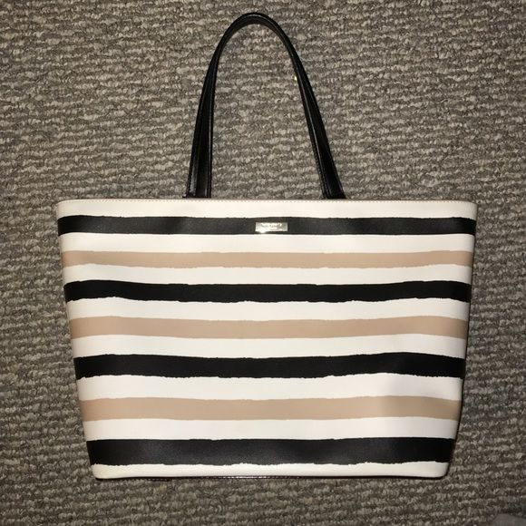 Kate spade bag Great bag, almost for school or everyday use kate spade Bags Totes