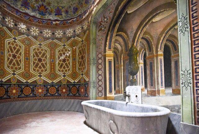 Castillo de Sammezzano en la Toscana, Italia .Sala de baño