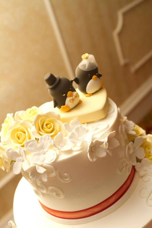 Real wedding photo -- Love penguins custom wedding cake topper ...