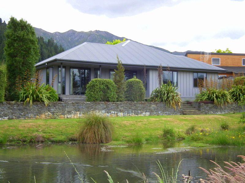 7 St James Avenue, Hanmer Springs, New Zealand 4 Bedrooms - Sleeps 9 - $210 per night