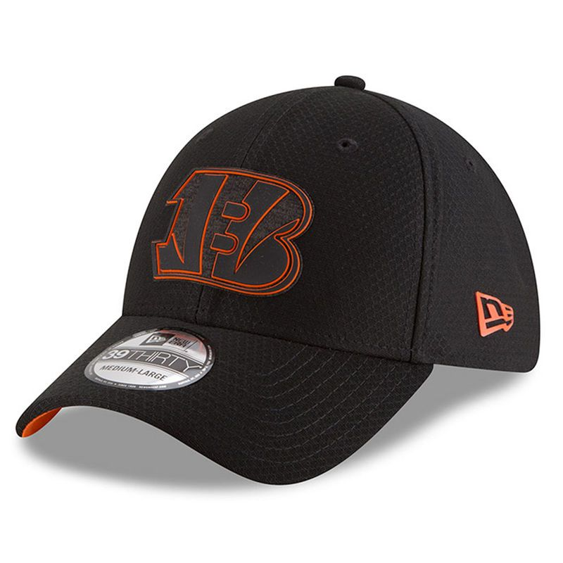 new products 0e949 3c77b Cincinnati Bengals New Era 2018 Training Camp 39THIRTY Flex Hat – Black
