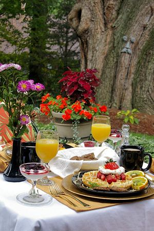 Groovy Enjoy Breakfast Outdoors In Waynesville North Carolina On Beutiful Home Inspiration Aditmahrainfo