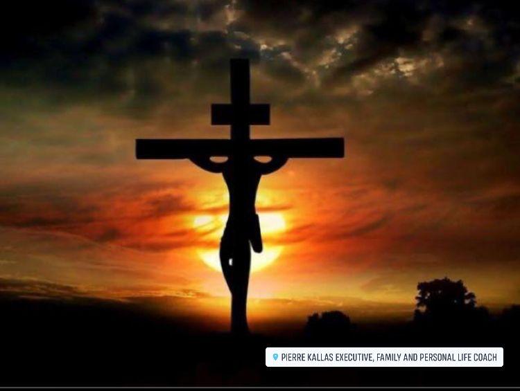 على كل صليب يعلق عليه يسوع المسيح وقلبه مفتوح وذراعاه ممدودتان ليضم الى صدره كل البشرية ليضم الى ص Jesus Cross Wallpaper Cross Wallpaper Jesus On The Cross