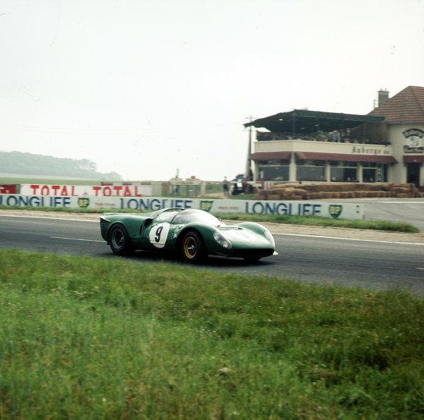 CUSTOM H0 SLOT CAR RACE-TRACK