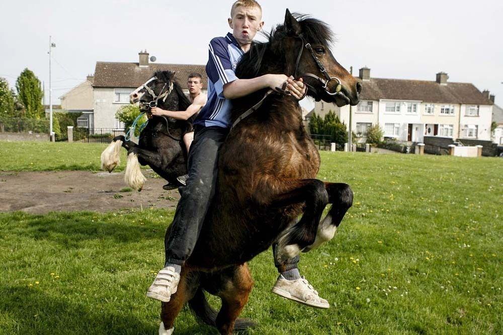 Los garrulos de Dublín montan a caballo y llevan ropa Nike