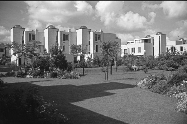 De oranje koepelwoningen in meerzicht historisch for Home design zoetermeer