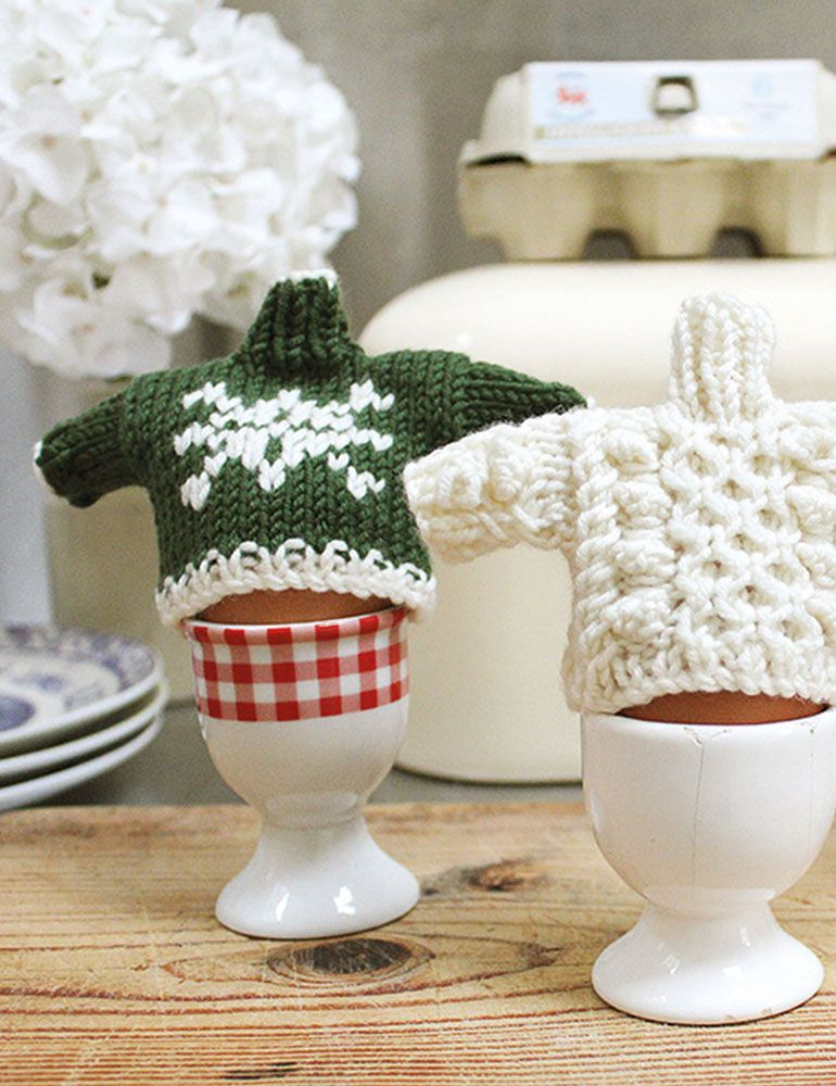Egg Cosy Pattern #FreePattern green snow flake, and cream cable ...