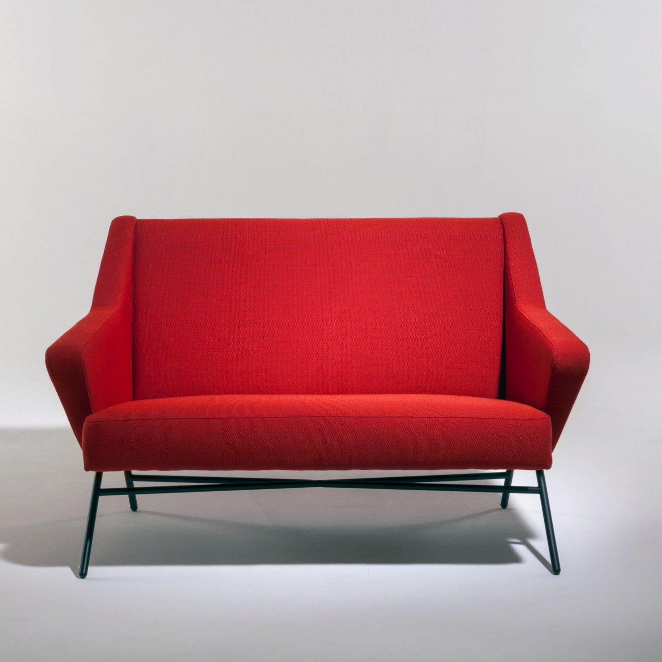 petite banquette rouge vif avec pied en fer noir design et moderne ce canap droit tiendra. Black Bedroom Furniture Sets. Home Design Ideas