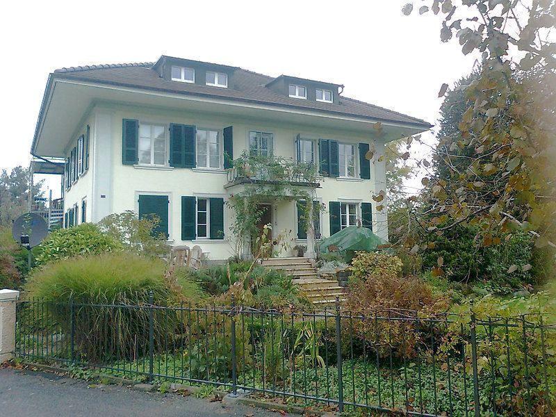 2 Zimmer Dachwohnung In Munchenbuchsee Be Mobliert Temporar Mieten Bei Coozzy Ch Coozzy Style At Home Gewerbeflache Wohnung