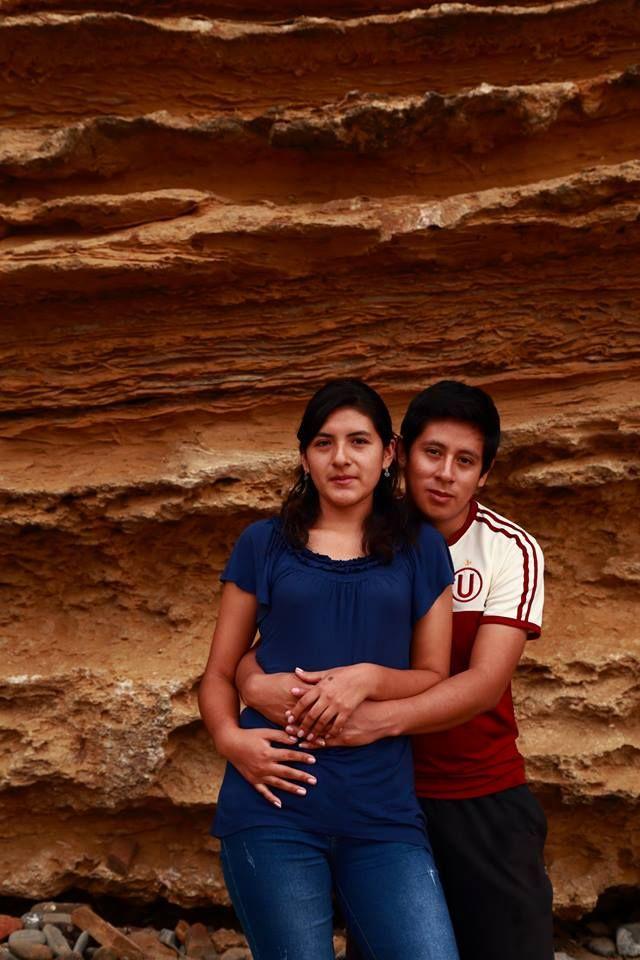El amor. Feliz pareja en la Reserva de Paracas. Ica - Perú.