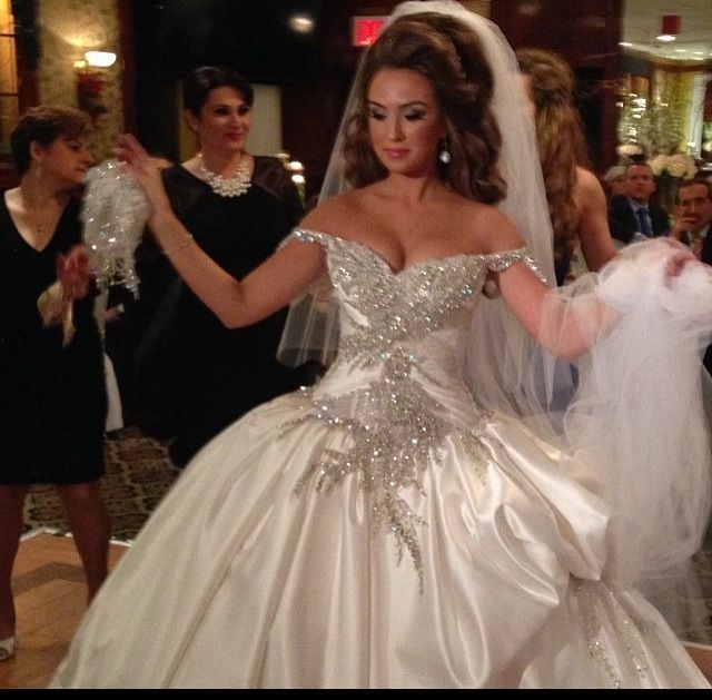 Albanian wedding dress wedding looks pinterest for Concepteurs de robe de mariage australien en ligne