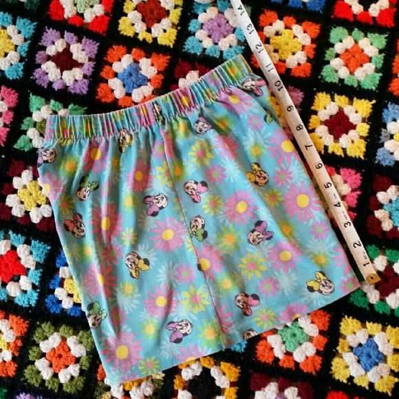 """Elastic Waist Mini Mouse Shorts Elastic waist Mini Mouse shorts without a tag. Fabric feels like a cotton/polyester stretch blend. Relaxed, the waist measures 11"""" across so they would best fix a 22""""-26"""" waist. Inseam length is 2.75"""", and from top of waist to bottom of hem they measure 12"""". Pre-loved condition. Shorts"""