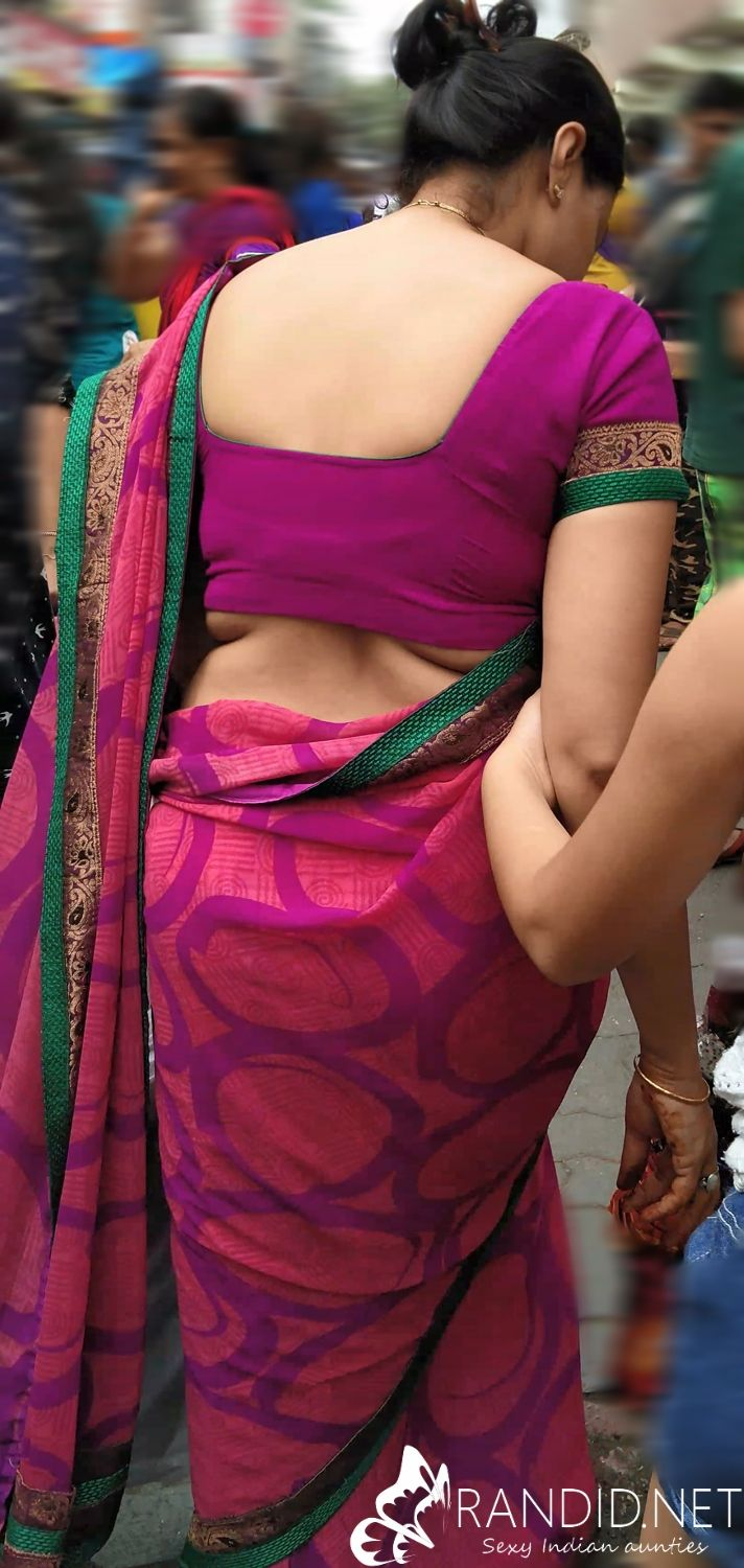 aunty saree back sexy