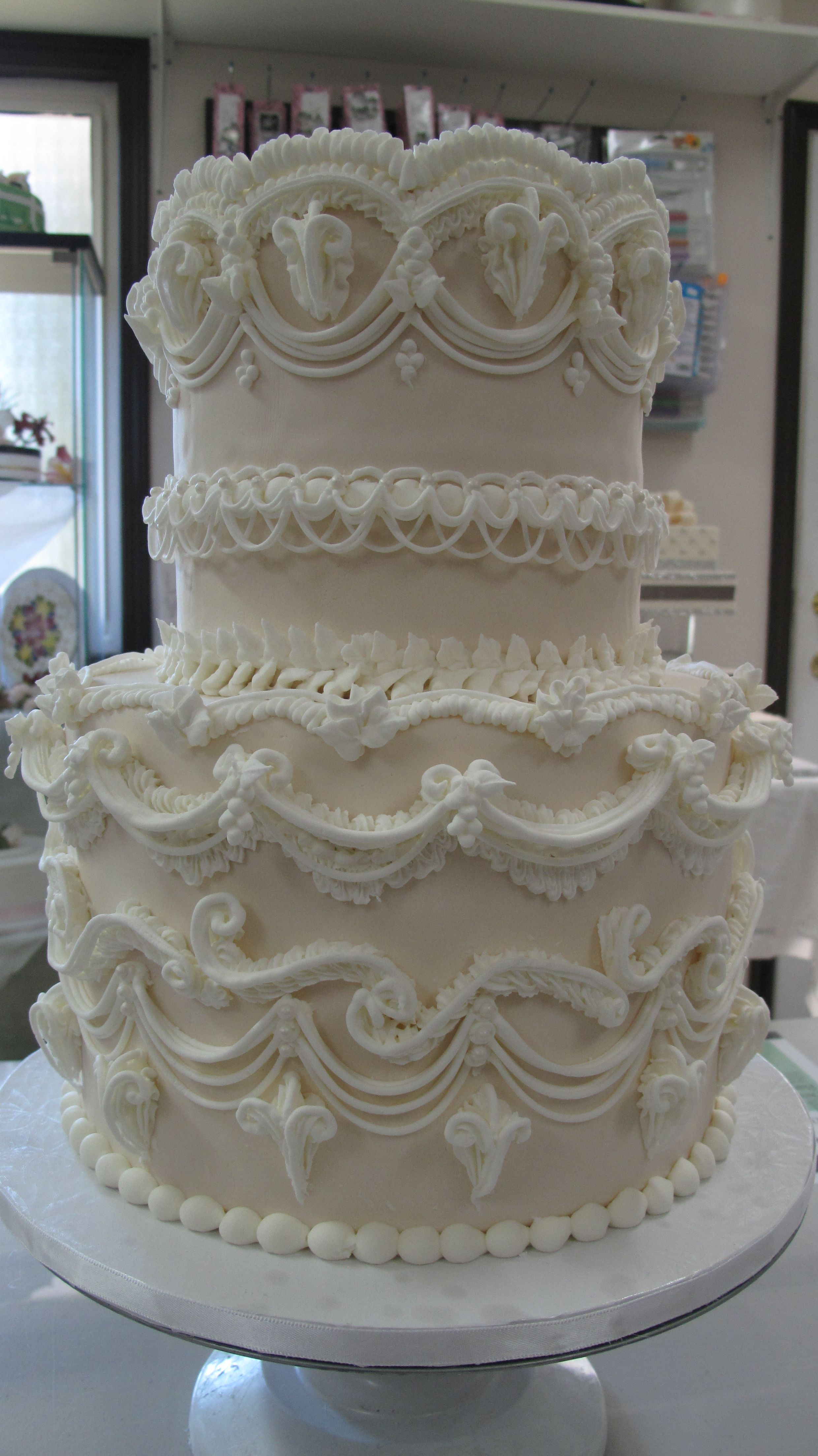 Pin By Sugar Flowers By Kelsie Cakes On My Cakes Royal Icing Cakes Cake Decorating Classes Cake