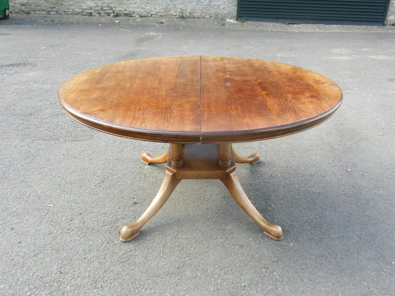 Antique Furniture Warehouse Well Designed Georgian Styled Oval Formed Oak Pedestal Extending Dining Table