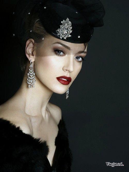 Comment S'habiller pour une Soirée Chic ?   S'habiller, Chapeaux à la mode, Idées de mode