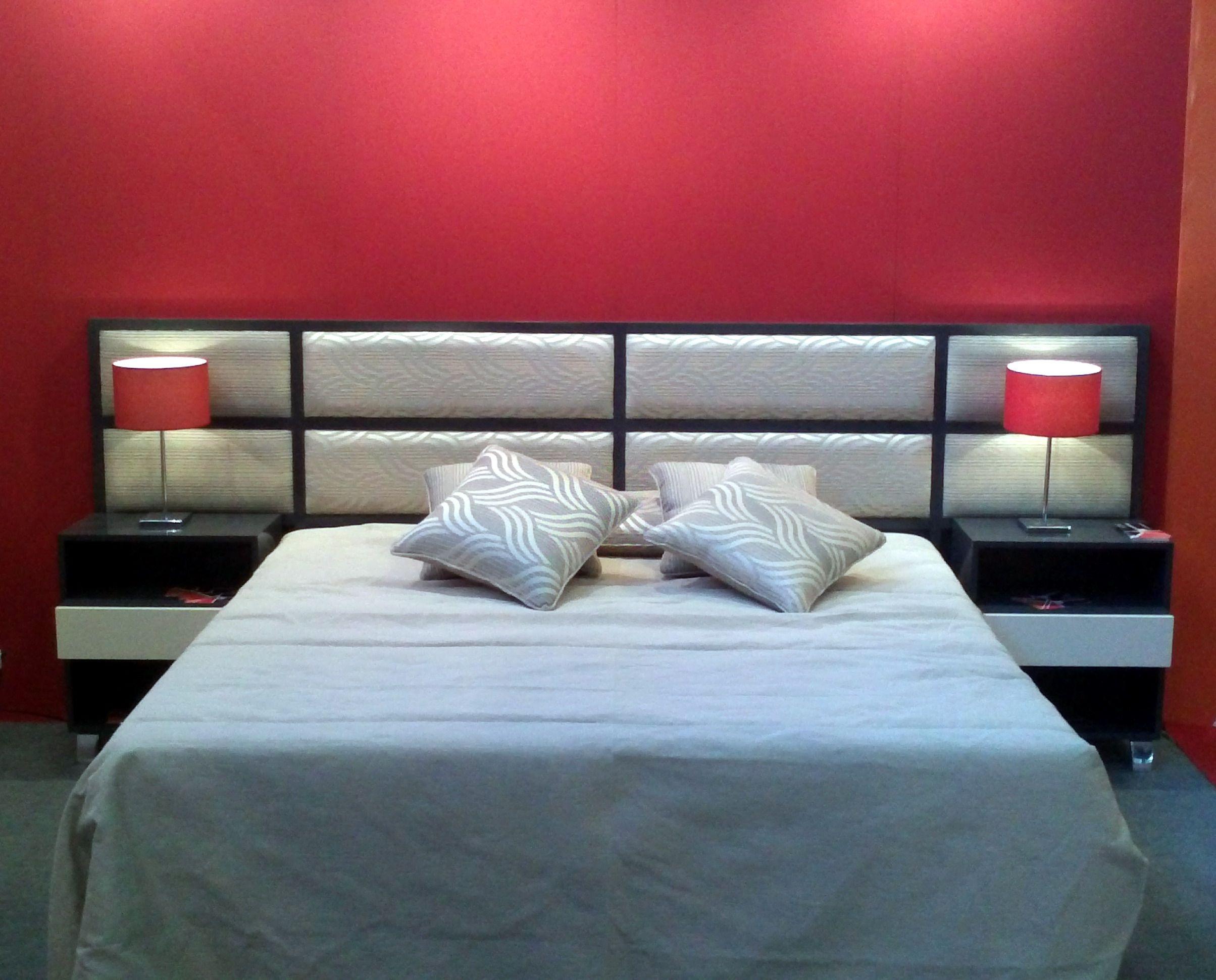 Juego De Dormitorio Con Respaldo Tapizado Que Incluye Las Mesas De Luz Laqueado Al Poliuretano Mesitas De Luz Al Tono Dormitorios Juego De Dormitorio Muebles