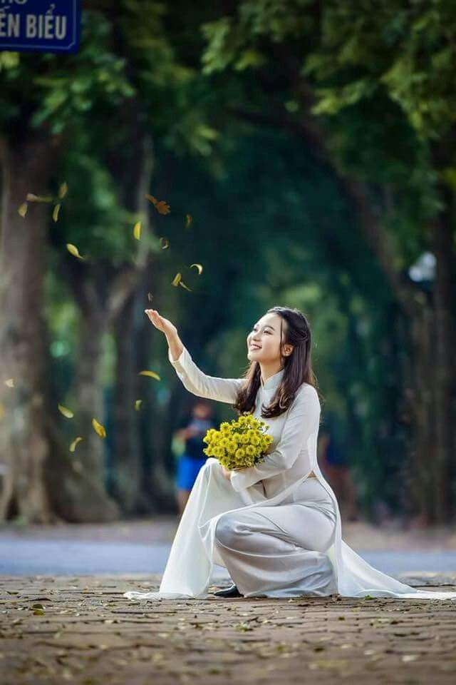 Vietnamese long dress | Áo dài, Dễ thương, Hình ảnh