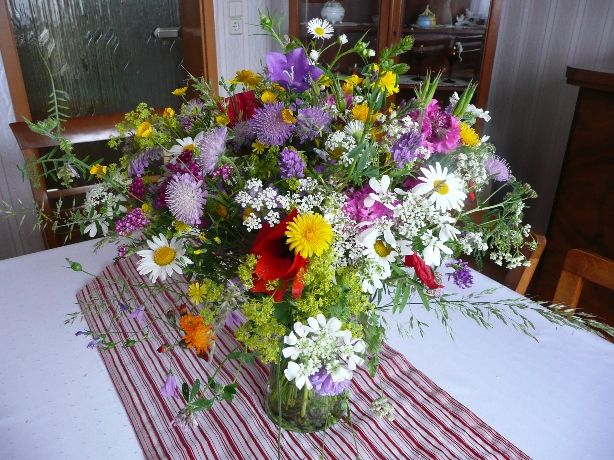 Blumenschmuck was alles wedding women pinterest for Standesamt dekoration hochzeit