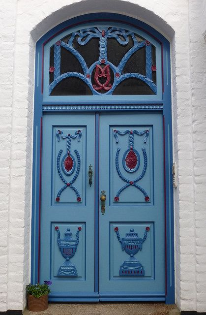 Blue door in Germany - Macht die Tür auf ..rh