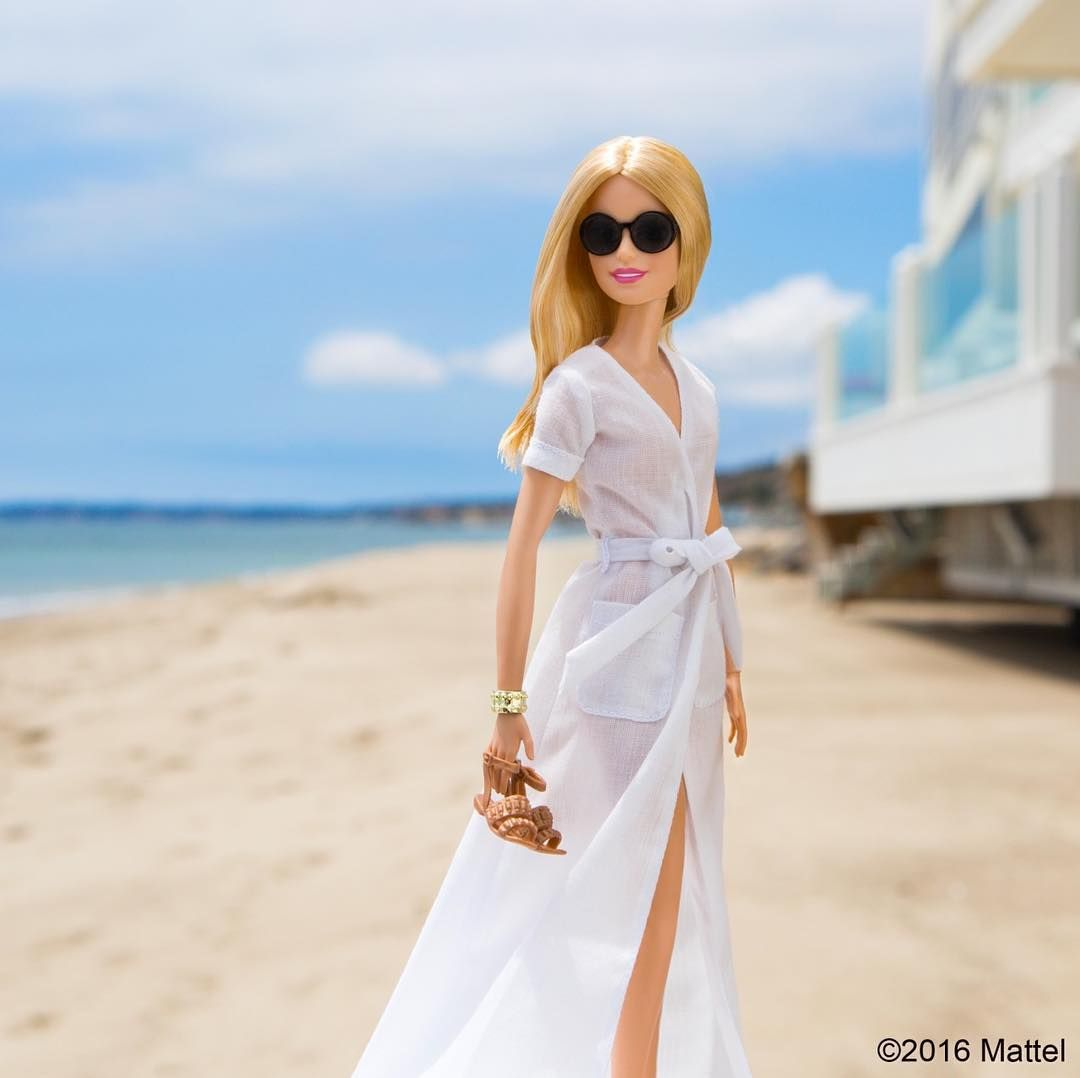 Barbie es toda una fashionista y estos 17 looks te harán querer seguirla en Instagram – Doll Fashion Inspiration