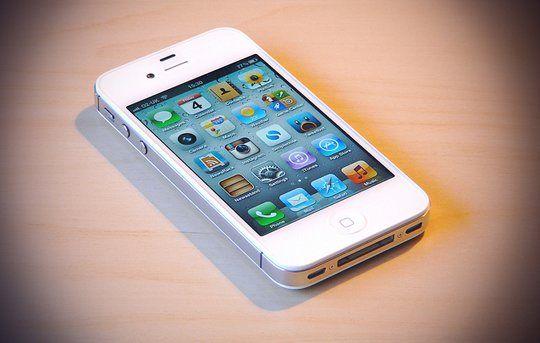 Update The Top 3 Smartphones Sold In 2011 Were Iphones Apple Iphone 4s Iphone Iphone 4s