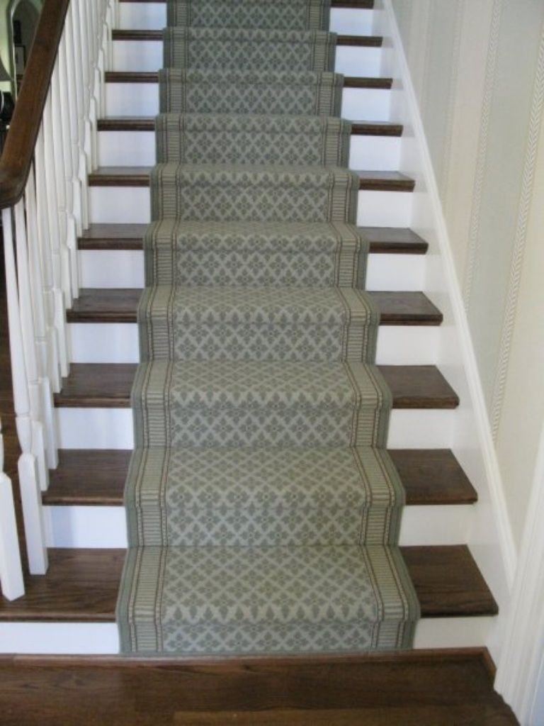 Wool runner with fleur de lis pattern and border