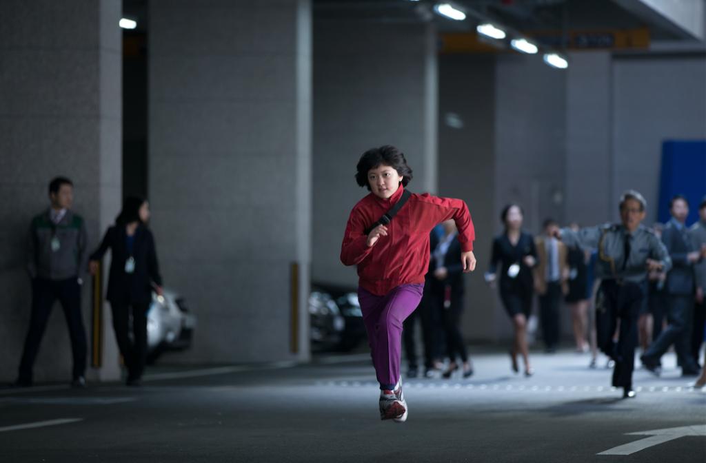 Del visionario cineasta Bong Joon Ho, la mente creativa detrás de la sensación mundial Expreso del Miedo, llega la nueva aventura global: OKJA.