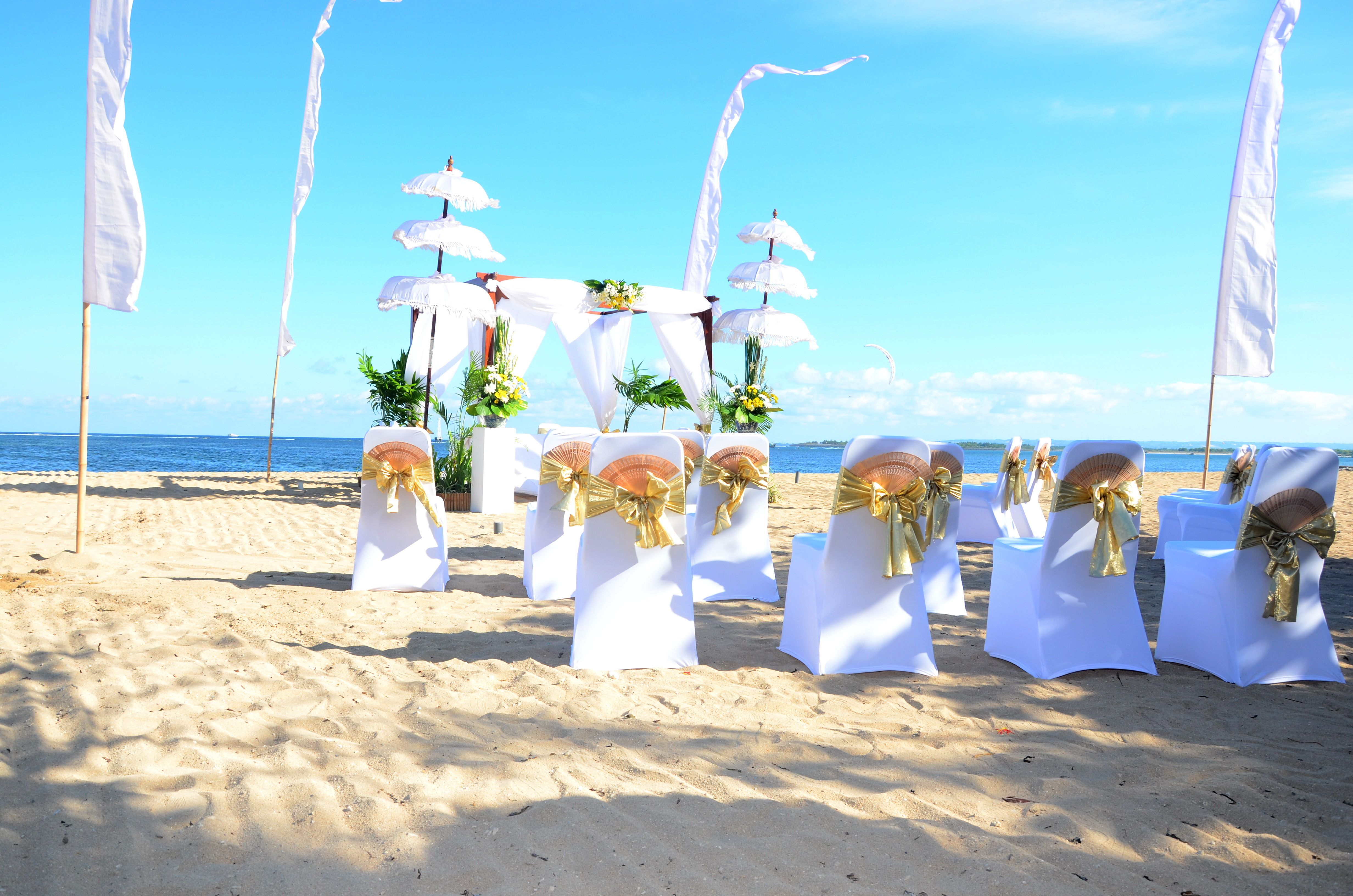 wedding blessing in front of sanur beach