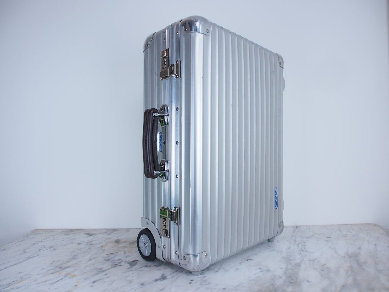 Rimowa Classic Flight Cabin Two Wheel 33l Carry On Aluminium Pre Owned