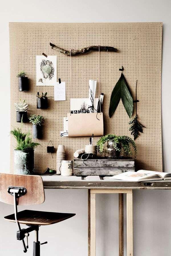 une tres jolie decoration pratique pour un bureau 15 idees de rangements pour toute la maison a faire avec des panneaux perfores
