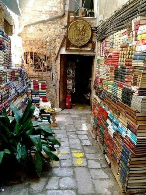 Uma livraria em Venezia.