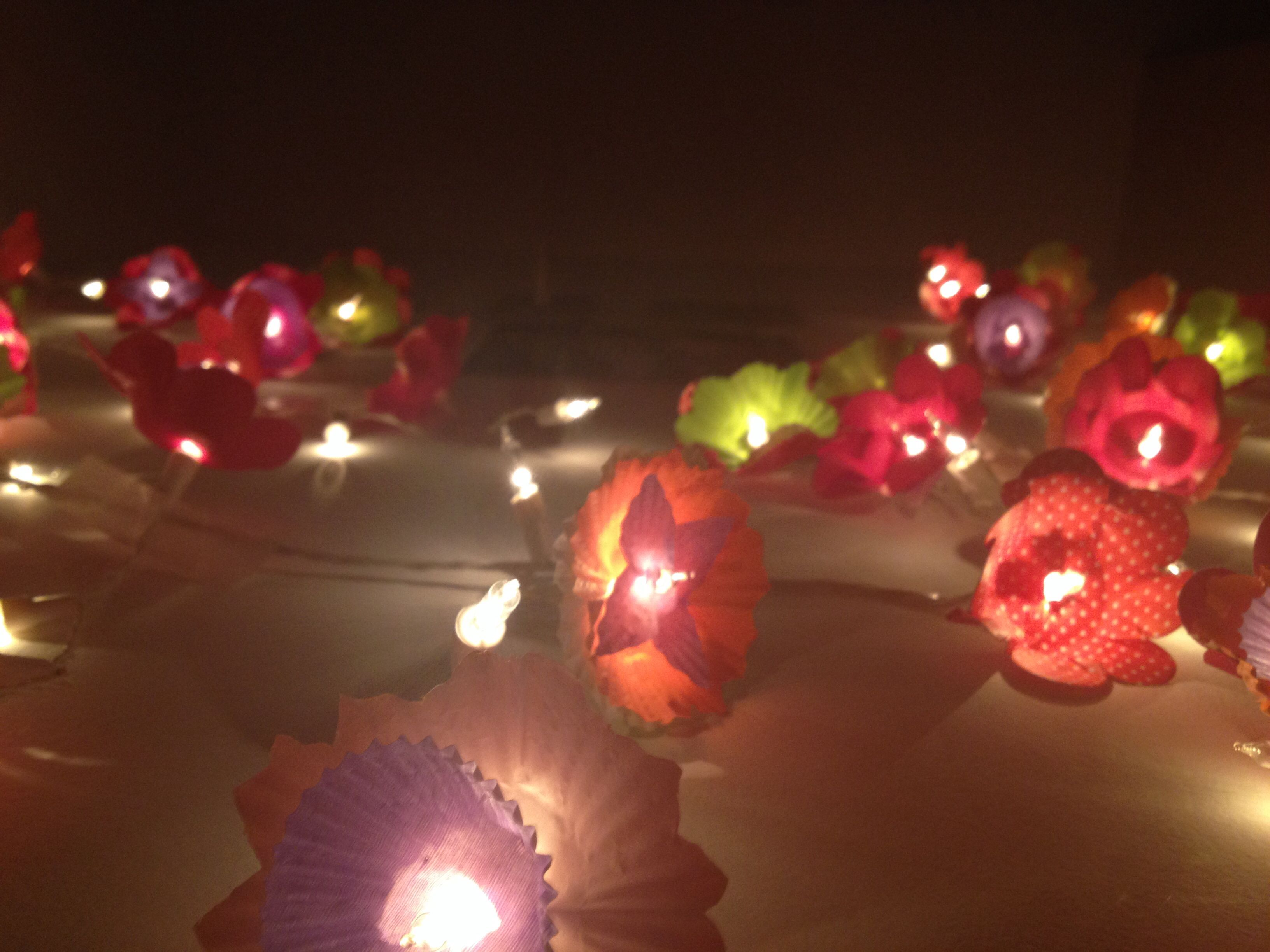 Diy flower string lights - Diy Flower String Lights Using Cupcake Paper And Xmas Light Easy And Super Cute