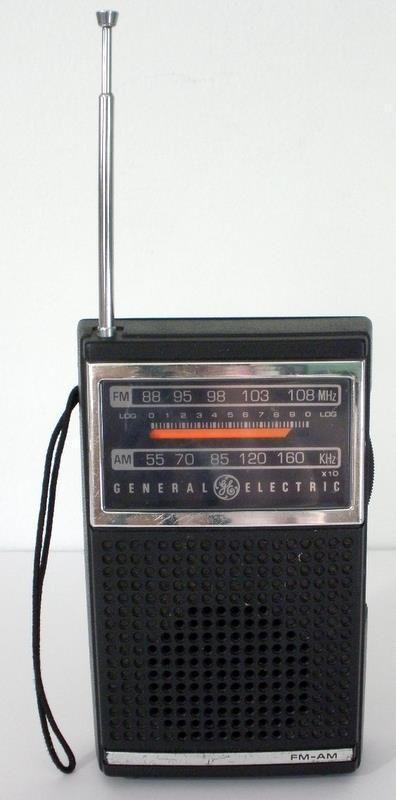 Vintage General Electric Am Fm 9 Volt Portable Transistor Radio 7 2500b Working Transistor Radio Vintage Radio Antique Radio