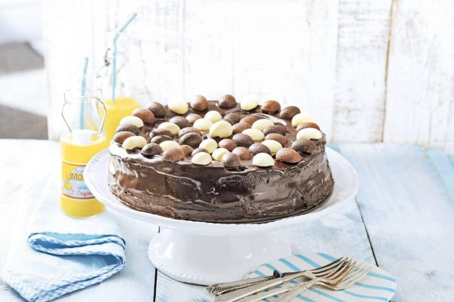Vrolijk Pasen met deze chocoladetaart met ganache en paaseitjes - Recept - Allerhande