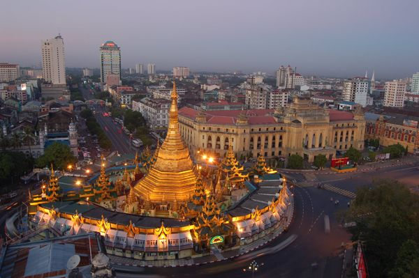 Sulay Pagoda Located In The Heart Of Downtown Yangon Occupies The Center Of The City And It Is One Of The Treasures Of Myanmar Shwedagon Pagoda Yangon Myanmar