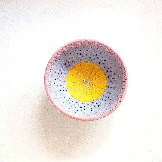 Schmuck-Schüssel Keramik Rosa und gelb Polka Dot von lovebugkiko
