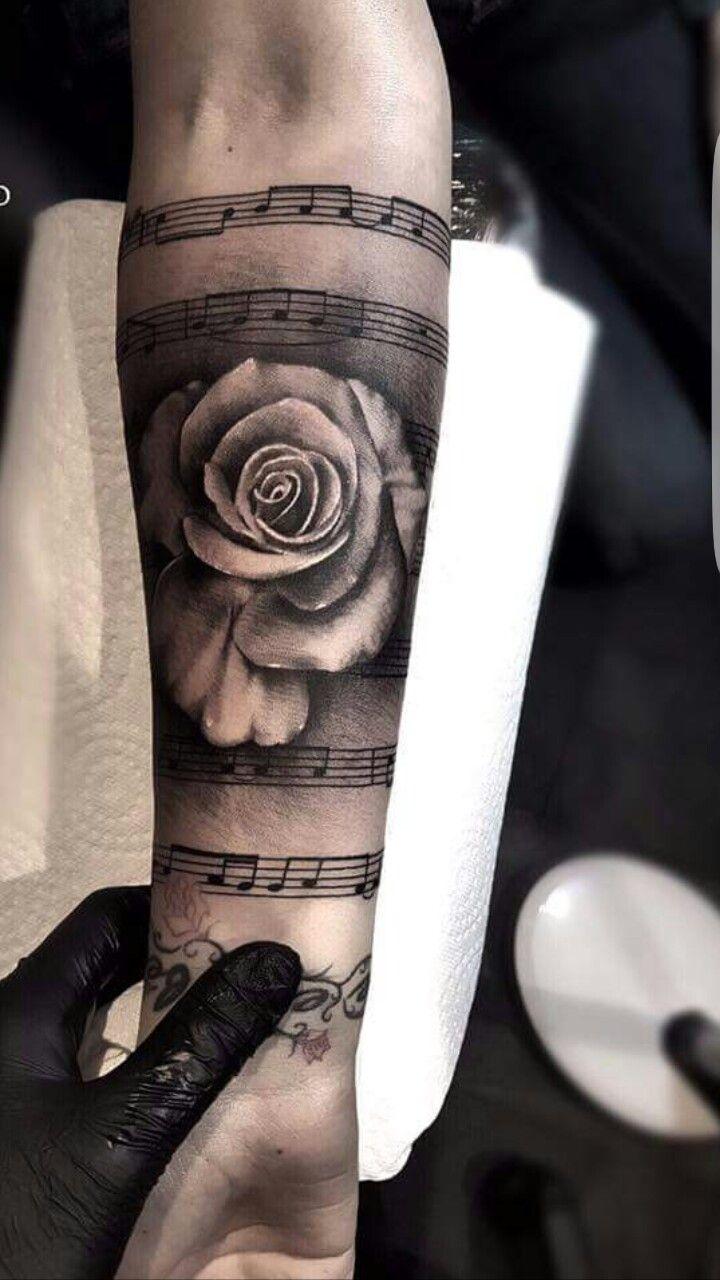 tattoo frau arm rosen