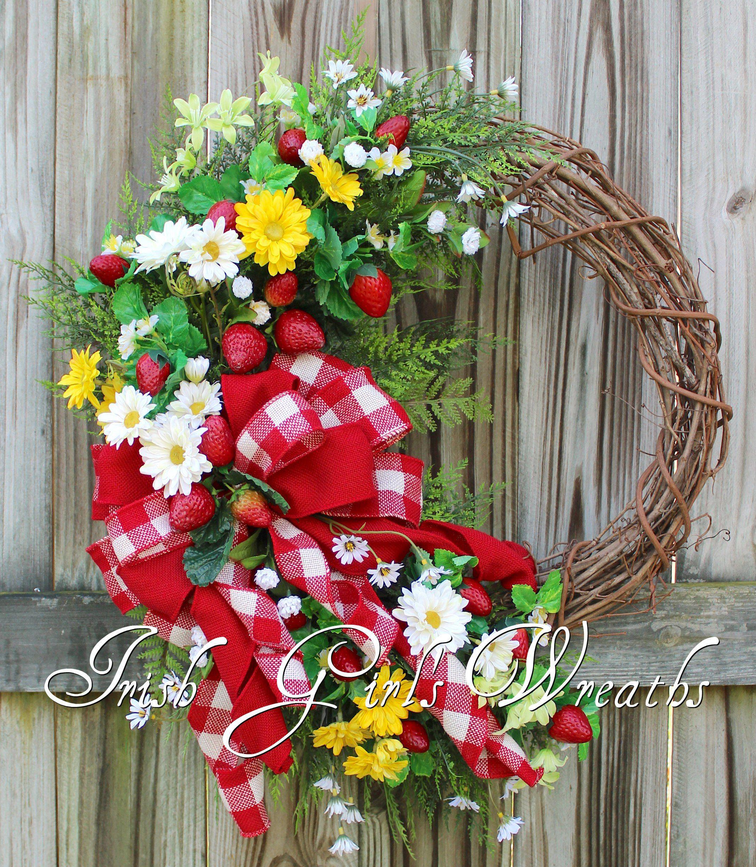 Daisy Kitchen Decor: Summer Strawberry Fields Country Daisy Wreath, Large