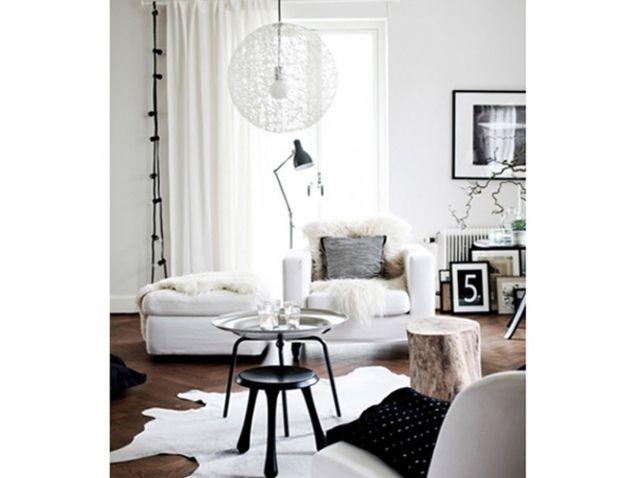 Le noir blanc s invite au salon elle d coration d co cocooning salon nordique d co salon - Salon nordique ...
