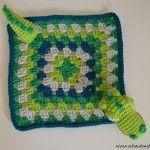 Schnuffeltuch mit Krokodil für Babys. Gratis Häkelanleitung von www.schautmal.de. Free crochet pattern!