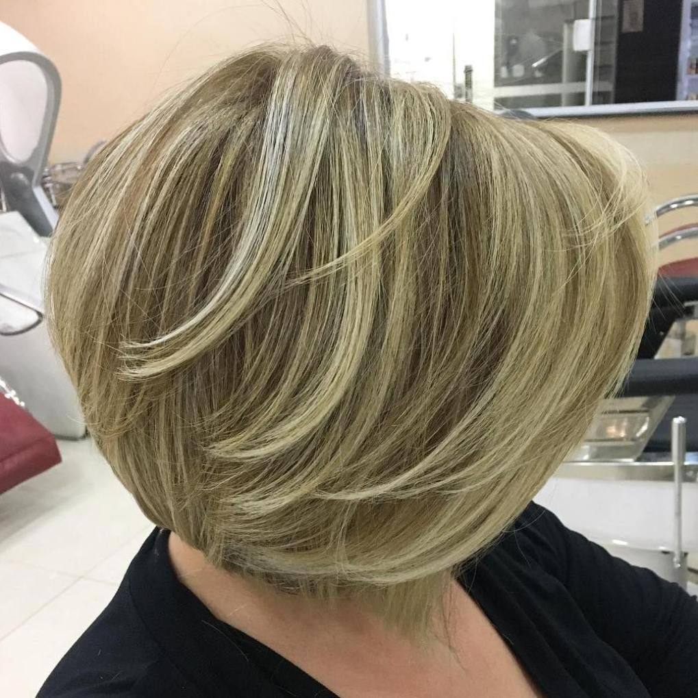 most prominent hairstyles for women over bobs round brush
