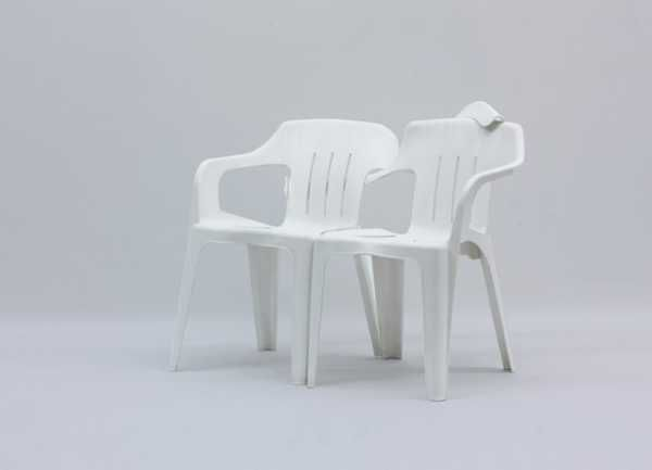 Creative Design Ideas Turn White Plastic Chairs Into Fun Seats And Swings White Plastic Chairs Furniture Art Chair