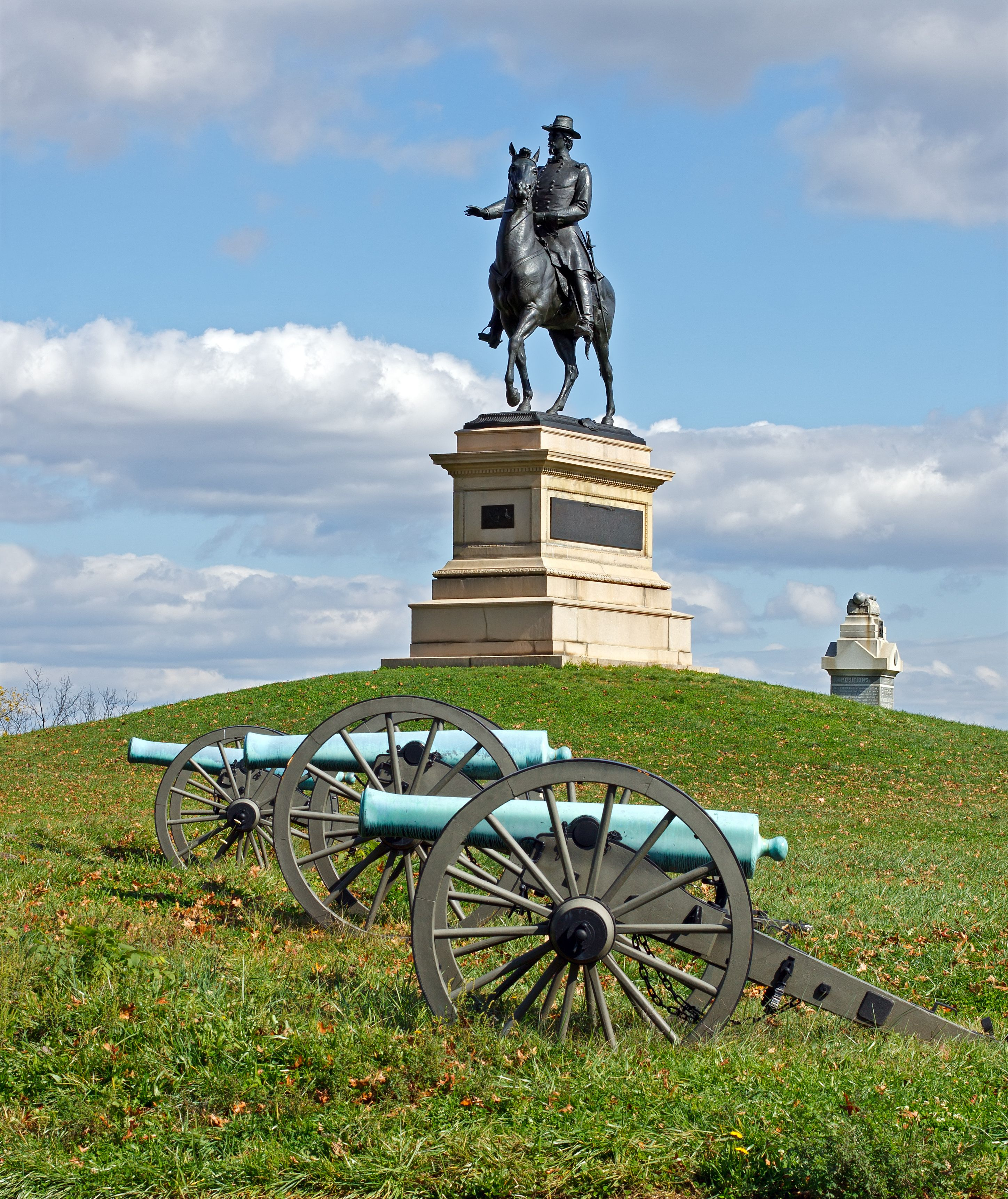 Visit Gettysburg National Military Park This Memorial Day And Learn About The Battle That Wa Civil War Monuments Gettysburg National Military Park War Monument
