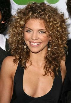 How To Get Big Curly Hair In 10 Minutes Curly Hair Styles Naturally Medium Curly Haircuts Curly Hair Styles