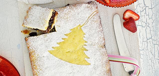 If you're over making individual fiddly tarts, then give this Christmas mince slice a go.