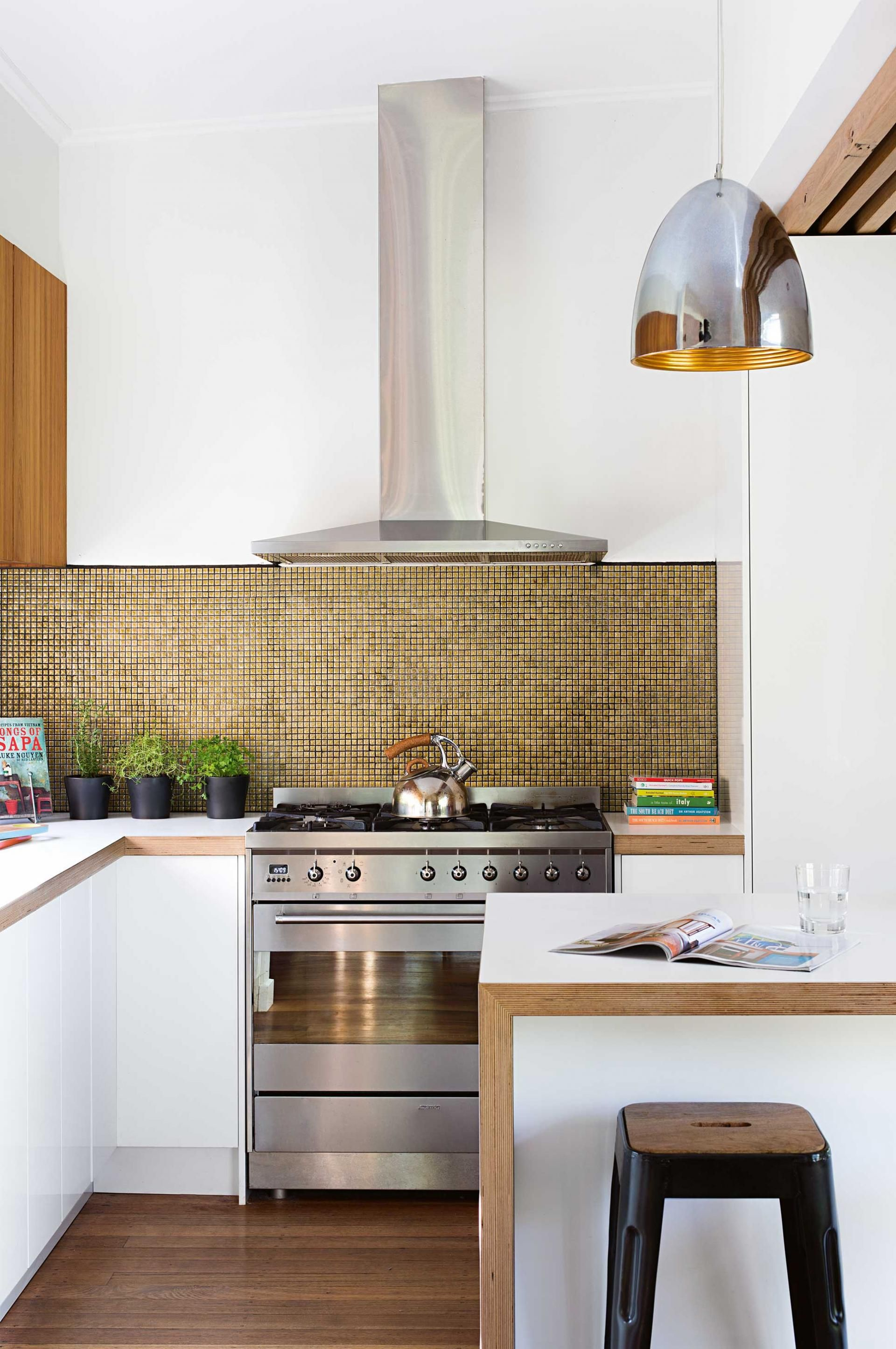 Kitchen-metallic-tile-splashback-gold-aug14jpg
