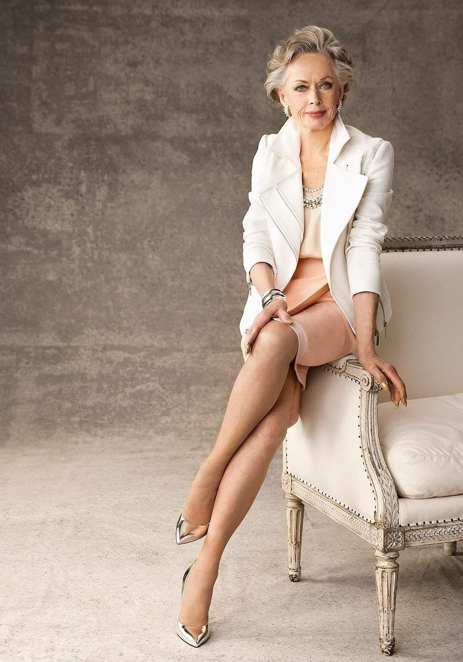 Elegant german mature leg model