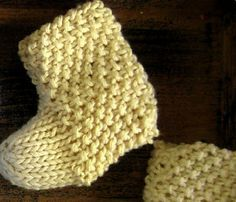 929945b64 Super fast knitted seed-stitch baby booties. Would look so cute with ...